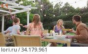 Three generation family enjoying lunch outdoors. Стоковое видео, агентство Wavebreak Media / Фотобанк Лори