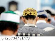 Cholon Jamial Mosque. Muslim at the friday prayer (salat). Kufi hat. Стоковое фото, фотограф Fred de Noyelle / Godong / age Fotostock / Фотобанк Лори