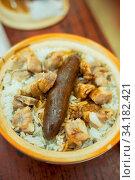 Купить «Claypot rice with sausage and spare ribs in Hong Kong.», фото № 34182421, снято 10 июля 2020 г. (c) age Fotostock / Фотобанк Лори