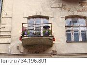 Купить «Москва, Трехпрудный переулок, дом 2А. Балкон», эксклюзивное фото № 34196801, снято 5 июля 2020 г. (c) Илюхина Наталья / Фотобанк Лори