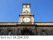 Ancient clock tower of the Giureconsulti Palace also known as Palazzo Affari, located in Piazza Mercanti. City of Milan, region of Lombardy, Italy, Europe. (2018 год). Редакционное фото, фотограф Bala-Kate / Фотобанк Лори