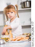 Купить «Smiling girl is satisfied of cooking salad alone», фото № 34206117, снято 27 января 2018 г. (c) Яков Филимонов / Фотобанк Лори