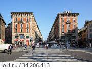 Pedestrian street Via Dante with buildings of 19th century as viewed from Largo Cairoli square. City of Milan, region of Lombardy, Italy, Europe. (2018 год). Редакционное фото, фотограф Bala-Kate / Фотобанк Лори