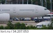 Купить «Boeing 777 before departure», видеоролик № 34207053, снято 28 ноября 2019 г. (c) Игорь Жоров / Фотобанк Лори