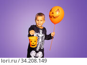 Little boy in skeleton costume with Halloween bin. Стоковое фото, фотограф Сергей Новиков / Фотобанк Лори