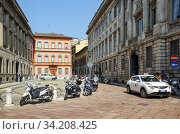 Belgioioso square in historical centre. View of the Manzoni House and Belgioioso Palace. City of Milan, region of Lombardy, Italy, Europe. (2018 год). Редакционное фото, фотограф Bala-Kate / Фотобанк Лори