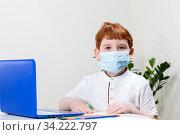Boy in a medical mask. Стоковое фото, фотограф Игорь Лейчонок / Фотобанк Лори