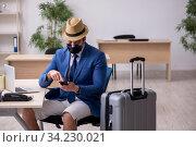 Businessman preparing for trip during pandemic. Стоковое фото, фотограф Elnur / Фотобанк Лори