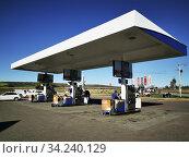 Petrolstation Engen Heidelberg 1 Stop, Heidelberg, South Africa. Photo: André Maslennikov. Стоковое фото, фотограф Andre Maslennikov / age Fotostock / Фотобанк Лори
