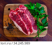 Купить «Raw sliced marbled beef meat with parsley and condiments», фото № 34245989, снято 5 августа 2020 г. (c) Яков Филимонов / Фотобанк Лори