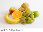Obst, orange, orangen, apfelsine, apfelsinen, südfrucht, südfrüchte, apfel, äpfel, kiwi, kiwis, gesund, gelb, frucht, früchte, exotisch, tropisch, nahrung... Стоковое фото, фотограф Zoonar.com/Volker Rauch / easy Fotostock / Фотобанк Лори