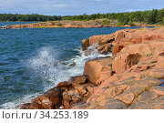 Waves of Baltic Sea and rocky coast of Aland Islands (2014 год). Стоковое фото, фотограф Валерия Попова / Фотобанк Лори