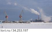 Купить «Морозный февральский день в порту города Котка. Финляндия», видеоролик № 34253197, снято 25 февраля 2018 г. (c) Виктор Карасев / Фотобанк Лори