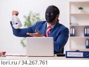 Купить «Male employee with mask in hipocrisy concept», фото № 34267761, снято 13 декабря 2019 г. (c) Elnur / Фотобанк Лори