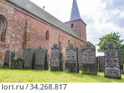Old catholic church with war graves on Frisian Island Terschelling, The Netherlands, Europe. Стоковое фото, фотограф Hanneke Wetzer / age Fotostock / Фотобанк Лори