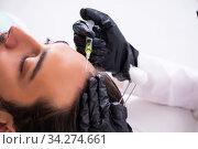 Купить «Young man visiting female beautician in hair transplantation con», фото № 34274661, снято 1 октября 2019 г. (c) Elnur / Фотобанк Лори
