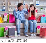 Купить «Young pair after shopping with many bags», фото № 34277197, снято 17 апреля 2017 г. (c) Elnur / Фотобанк Лори