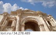 Arch of Hadrian in Gerasa (Jerash) against the background of moving clouds-- was built to honor the visit of emperor Hadrian to Jerash in 129/130 AD, Jordan. Стоковое видео, видеограф Владимир Журавлев / Фотобанк Лори