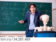 Купить «Young male math teacher and student skeleton», фото № 34281489, снято 5 августа 2020 г. (c) easy Fotostock / Фотобанк Лори