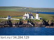 Das Foto zeigt eine Panoramaaufnahme eines weißen Leuchtturms auf den Orkney Inseln. Стоковое фото, фотограф Zoonar.com/Ralf Kalytta / easy Fotostock / Фотобанк Лори