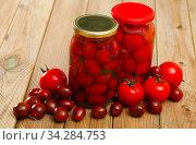 Marinated tomatoes in jar, with ingredients. Стоковое фото, фотограф Яков Филимонов / Фотобанк Лори