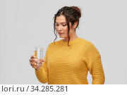Купить «smiling young woman with water in glass», фото № 34285281, снято 20 марта 2020 г. (c) Syda Productions / Фотобанк Лори