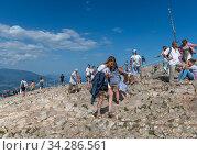 Ai-Petri, Crimea - July 5, 2019. Tourists climb to the mountaintop, landmark. Редакционное фото, фотограф Володина Ольга / Фотобанк Лори