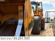 Heavy front loader close up. Стоковое фото, фотограф Евгений Харитонов / Фотобанк Лори