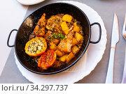 Fish in lemon sauce - dish of Valencian cuisine. Стоковое фото, фотограф Яков Филимонов / Фотобанк Лори