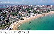 Day aerial cityscape of Santander coast with sand beach, Cantabria, Spain. Стоковое видео, видеограф Яков Филимонов / Фотобанк Лори