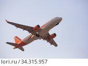 Airline EasyJet plane takes off from the runway at Barcelona El Prat airport. Board number HB-JXR (2020 год). Редакционное фото, фотограф Яков Филимонов / Фотобанк Лори
