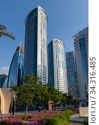Doha, Qatar - Nov 21. 2019. The Alfardan Office Tower work. Редакционное фото, фотограф Володина Ольга / Фотобанк Лори