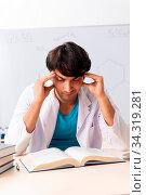 Купить «Young student chemist in the classroom», фото № 34319281, снято 5 августа 2020 г. (c) easy Fotostock / Фотобанк Лори