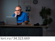 Aged male doctor in the hospital at night. Стоковое фото, фотограф Elnur / Фотобанк Лори