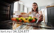 woman cooking food in oven at home kitchen. Стоковое видео, видеограф Syda Productions / Фотобанк Лори