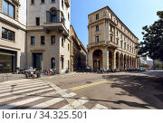 Historical buildings in the old town as viewed from the street of Largo Raffaele Mattioli. City of Milan, region of Lombardy, Italy, Europe. (2018 год). Редакционное фото, фотограф Bala-Kate / Фотобанк Лори