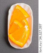 Apfelsine in einer weißen Schale für die Food Fotografie Orange in a white bowl for food photography. Стоковое фото, фотограф Zoonar.com/Volker Schlichting / easy Fotostock / Фотобанк Лори