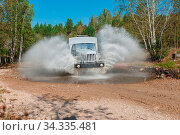 The truck passes through a puddle. Стоковое фото, фотограф Zoonar.com/Ruslan Olinchuk / easy Fotostock / Фотобанк Лори