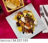 Autumn salad with potatoes and fresh soft cheese. Стоковое фото, фотограф Яков Филимонов / Фотобанк Лори