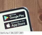 Google Play and App Store icons on infinity display smartphone. Редакционное фото, фотограф Ольга Сергеева / Фотобанк Лори