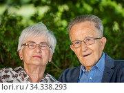 Kopf-und-Schulter-Porträt eines älteren Rentner Paares mit Brillen... Стоковое фото, фотограф Zoonar.com/Andy Nowack / age Fotostock / Фотобанк Лори