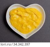 Senf in einer weißen Schale für die Food Fotografie Mustard in a white... Стоковое фото, фотограф Zoonar.com/Volker Schlichting / easy Fotostock / Фотобанк Лори