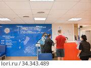 Заполнение и сдача документов в налоговой инспекции. Стоковое фото, фотограф Victoria Demidova / Фотобанк Лори