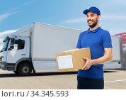 happy delivery man with parcel box. Стоковое фото, фотограф Syda Productions / Фотобанк Лори