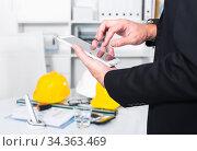 Male testing modern touchpad. Стоковое фото, фотограф Яков Филимонов / Фотобанк Лори