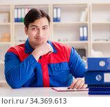 Worker in uniform working on project. Стоковое фото, фотограф Elnur / Фотобанк Лори