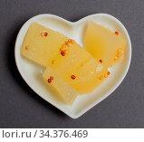 Senfgurken in einer weißen Schale für die Food Fotografie Mustard... Стоковое фото, фотограф Zoonar.com/Volker Schlichting / easy Fotostock / Фотобанк Лори