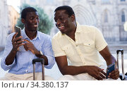African american friends travelers using phone to share impressions of trip. Стоковое фото, фотограф Яков Филимонов / Фотобанк Лори