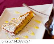Almond pie Tarta de Santiago. Стоковое фото, фотограф Яков Филимонов / Фотобанк Лори