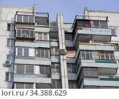 Семнадцатиэтажный десятиподъездный панельный жилой дом серии П-44, построен в 1990 году. Хабаровская улица, 2. Район Гольяново. Город Москва (2010 год). Редакционное фото, фотограф lana1501 / Фотобанк Лори